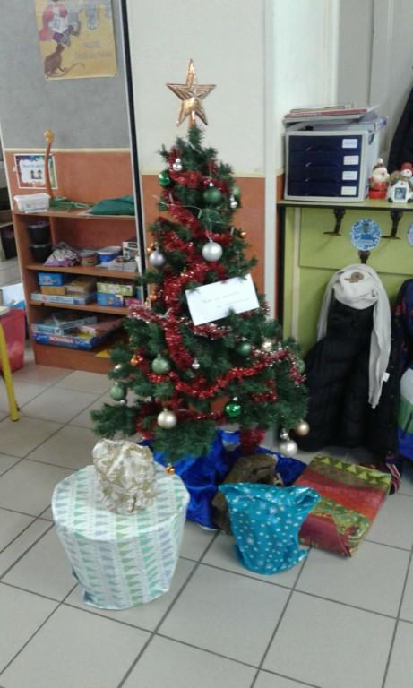 Cadeau De Noel Classe.Enquête En Maternelle A La Recherche Des Cadeaux De Noël